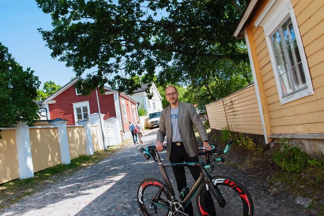 Den dagen då intervjun gjordes cyklade Magnus Riska från hemmet i Helsingfors till jobbet i Borgå.
