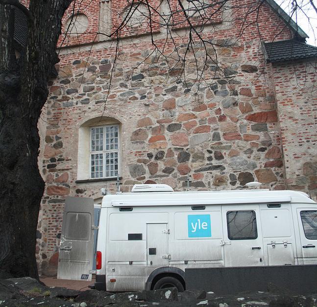 Fast sändningstid på söndag förmiddag för de tio finlandssvenska gudstjänster som sänds per år – det är möjligt när Yle Fem och Yle Teema ska dela kanalplats.