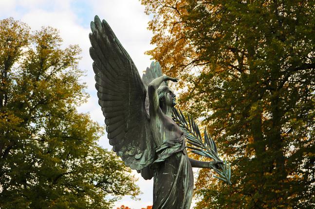 Den här ängeln hittar man på Sandudds begravningsplats.