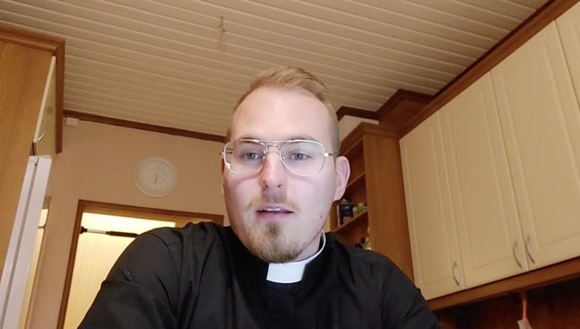 I en video på Instagram meddelar Dennis Svenfelt slutar i Pedersöre församling