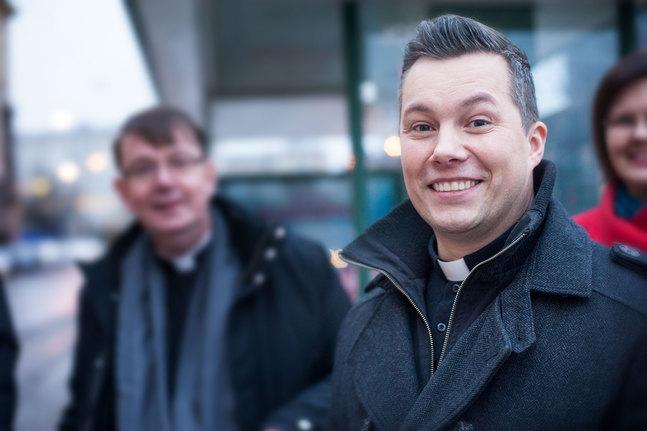 Högtidlig fest och tårta utlovas när Daniel Björk installeras som kyrkoherde i Petrus församling.