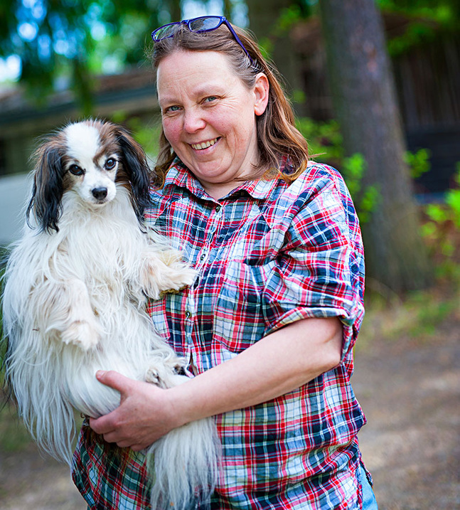 Hemma i Pyttis har Harriet Sillanpää två hundar och en liten hönsgård.
