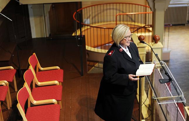 Här, i Templet på Nylandsgatan i Helsingfors, har Eva Kleman fortfarande sitt arbetsrum. Men i hemmet i Munksnäs samlas redan flyttlådorna på hög inför det nya uppdraget i Sverige.