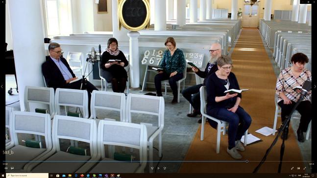 Här bandas körsång till en gudstjänst i Korsholms svenska församling.