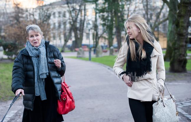 När Lucia Sonja Lehto och luciakrönaren Hilkka Olkinuora möttes talade de om att vara ung, vacker kvinna, om att tro på framtiden och om att fira jul.