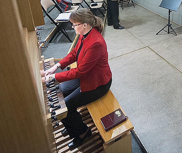Lisen Borgmästars kan spela på upp till fyra vigslar en sommarlördag.