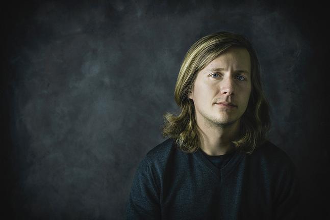 Otto Gabrielsson bor i Stockholm. Han läser till att bli psykolog vid Karolinska Institutet.