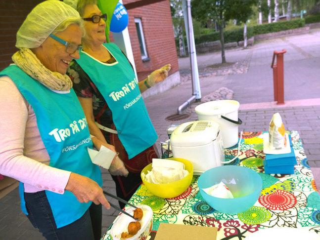 Chrisse Westerholm och Else-Maj Byman tycker att församlingsvalet är viktigt och engagerar sig gärna i kampanjen Tro på det goda.