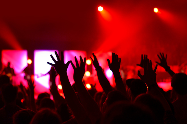 Att lyssna på samma låt som någon annan kan skapa en känsla av gemenskap – likaså att dela en konsertupplevelse med främlingar.