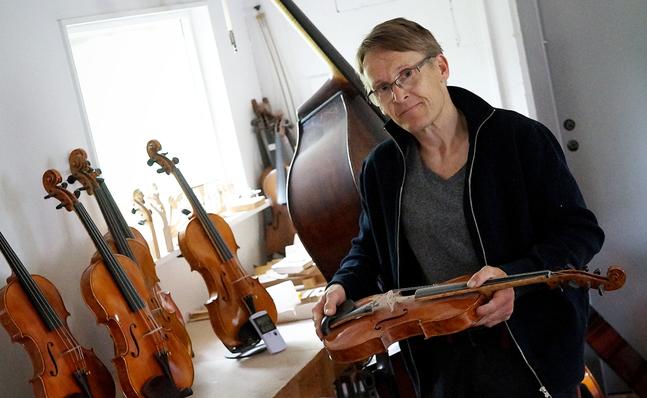 Leif Kronqvists intresse för att bygga fioler väcktes under en arbiskurs.