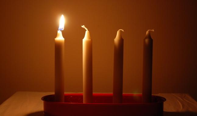 På söndag får vi äntligen tända det första adventsljuset.
