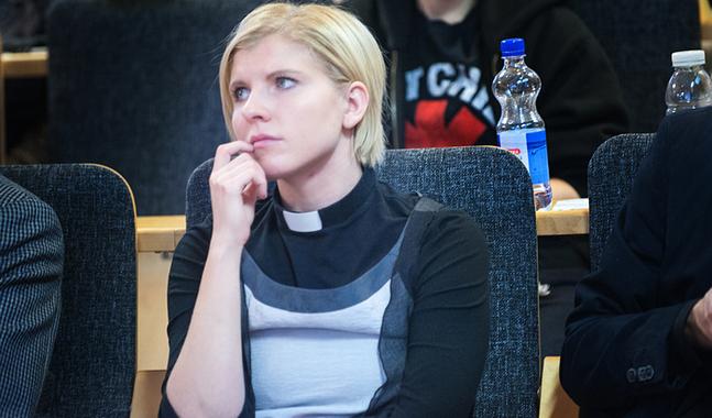 Emma Audas s�ger att pr�sternas vigselr�tt g�ller inom kyrkans ordning. Hur mycket de kan avvika fr�n den �r en tolkningsfr�ga.