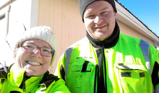 Annika och Anders Ekström åtar sig att fixa det människor behöver en hjälpande hand med. Bland de återkommande kunderna finns även traktens församlingar.