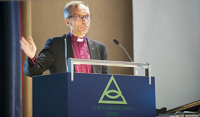 Biskop Björn Vikström uppmanade prästerna i Borgå stift att inte viga samkönade par förrän kyrkomötet har gett grönt ljus.