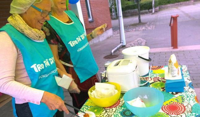 Chrisse Westerholm och Else-Maj Byman tycker att f�rsamlingsvalet �r viktigt och engagerar sig g�rna i kampanjen Tro p� det goda.
