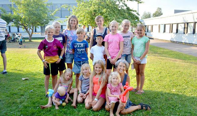 Gunilla Nybäck har både barn och barnbarn med på lägret i Pieksämäki.